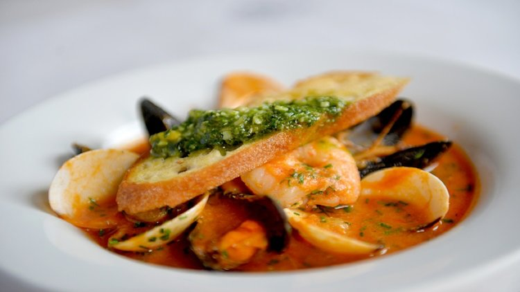 Dubai Seafood Dishes: 5 Must-Try Delights of the Deep Blue Sea