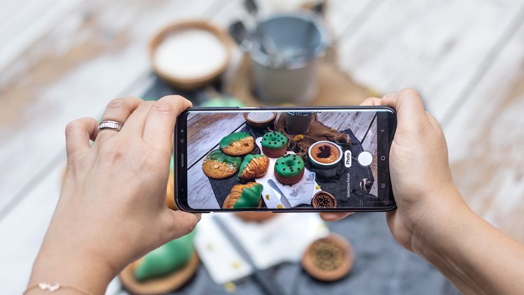 Eat and Snap with Common Grounds and Deliveroo